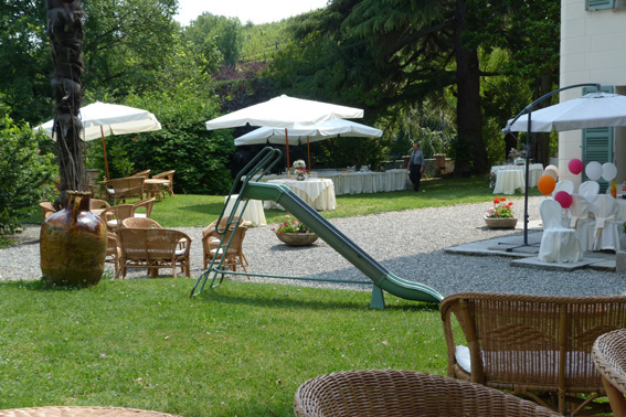 Tenuta-Tamburnin-allestimento-buffet-sedute midollino-Catering Bon Ton Pietrini