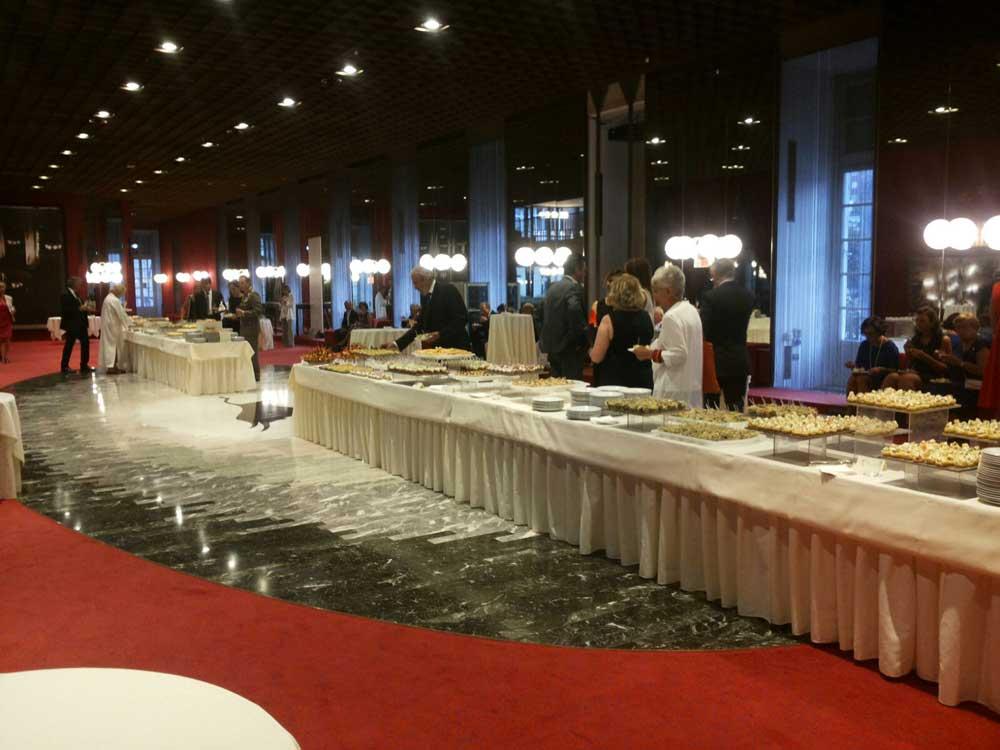 Catering buffet aziendale per il teatro regio di Torino: FIAT mito 2016 catering di -Bon-Ton-Pietrini
