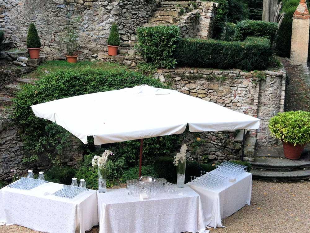 buvette cocktail di benvenuto parte esterna Bon Ton di Pietrini presso Castello Canalis di Cumiana- catering per matrimoni e catering per eventi aziendali Bon Ton di Pietrini, Torino