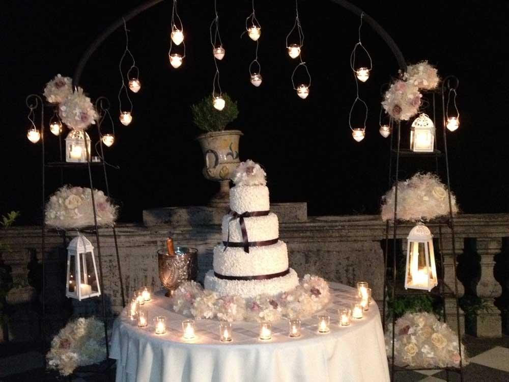 dettaglio torta nuziale notturno a cura di Bon Ton di Pietrini presso il Castello di Mercenasco - catering per matrimoni e catering per eventi aziendali Bon Ton di Pietrini, Torino