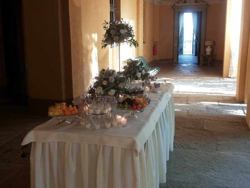 allestimento buffet dei dolci e frutta fresca, simmi per bon ton di pietrini - Castello di San Sebastiano Po - Bon Ton di Pietrini presso Castello di San Sebastiano da Po - catering per matrimoni e catering per eventi aziendali Bon Ton di Pietrini, Torino