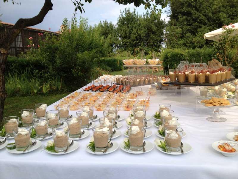 Allestimento buffet aperitivo esterno - Bon Ton di Pietrini presso Castello di San Sebastiano da Po - catering per matrimoni e catering per eventi aziendali Bon Ton di Pietrini, Torino
