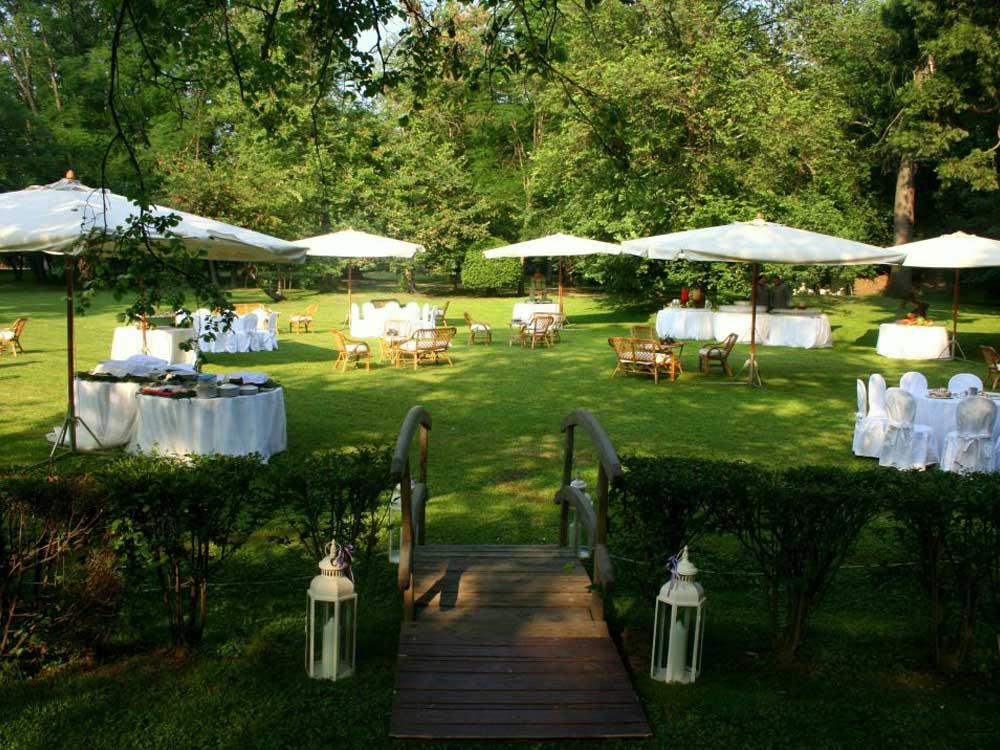 Castello di Nichelino giardino - Bon Ton di Pietrini presso il Castello di Nichelino - catering per matrimoni e catering per eventi aziendali Bon Ton di Pietrini, Torino