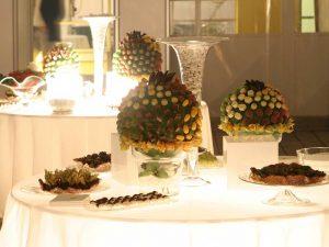 Buffet dolci e confettata luminosa-catering Bon Ton Pietrini