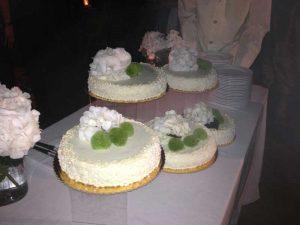 Torta nuziale a piani sfalsati-Catering BON TON Pietrini