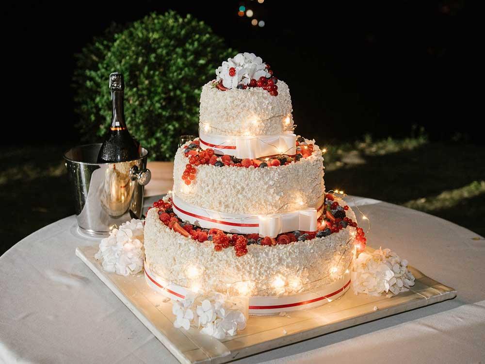 catering per ricevimenti di nozze, dettaglio torta nuziale  - servizio di catering di bon ton di pietrini pasticceria Pietrini Susa