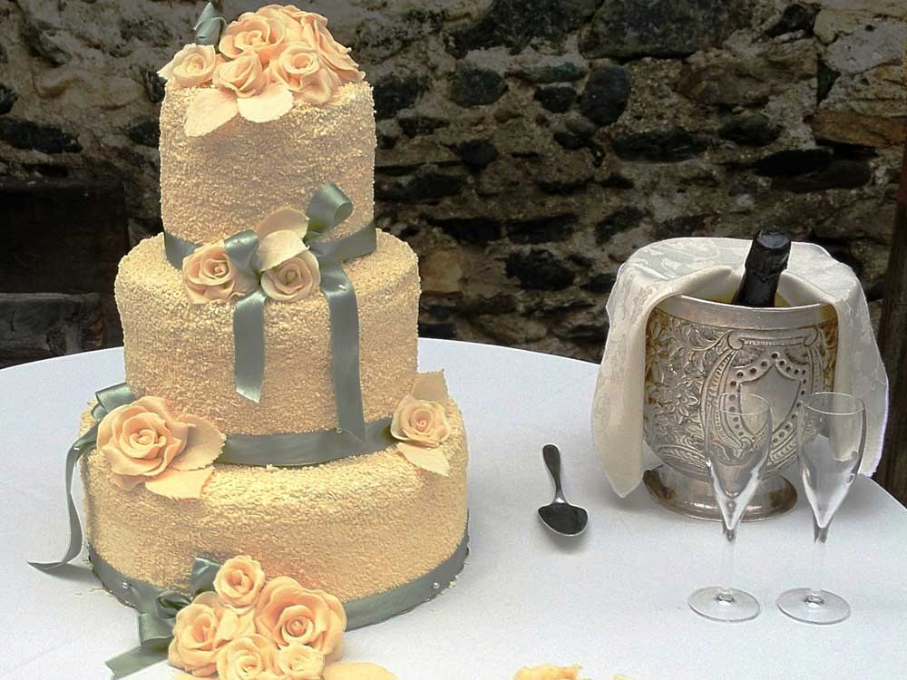 catering per ricevimenti di nozze, dettaglio torta nuziale  - servizio di catering di bon ton di pietrini