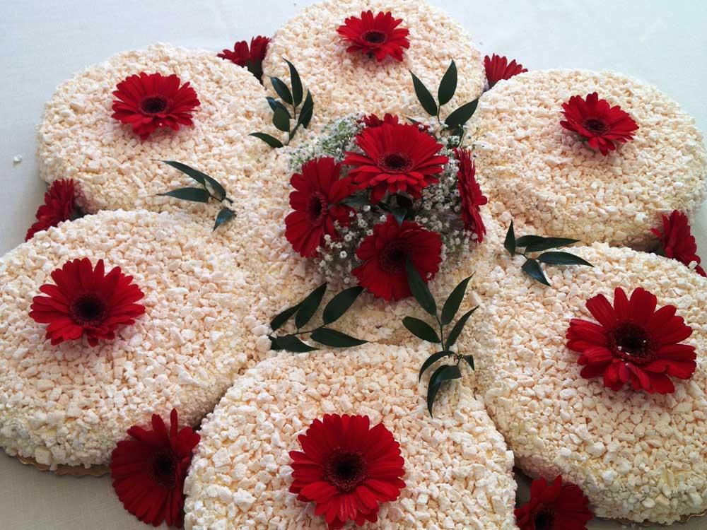 Torta nuziale fiore della sposa Catering BON TON Pasticceria Pietrini