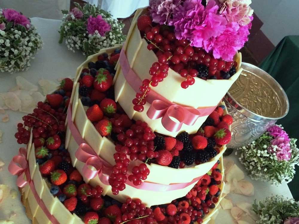 Torta matrimonio frutti di bosco Catering BON TON di Pietrini