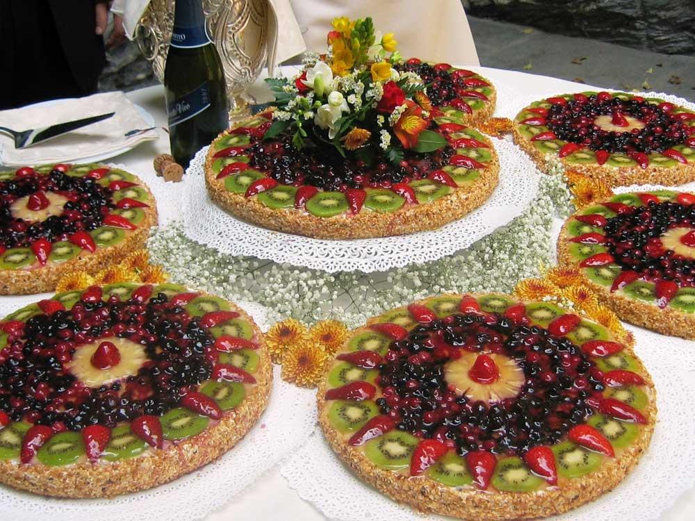 Torta nuziale futta fresca Catering BON TON di Pietrini