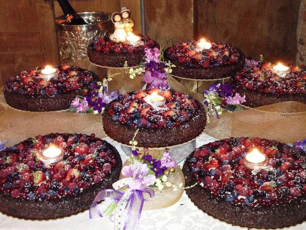 torta nuziale a piani sfalsati catering BON TON di Pietrini