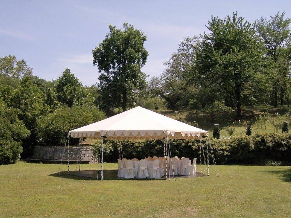Centro Noleggio per Bon Ton di Pietrini - Allestimento da esterno per matrimonio.