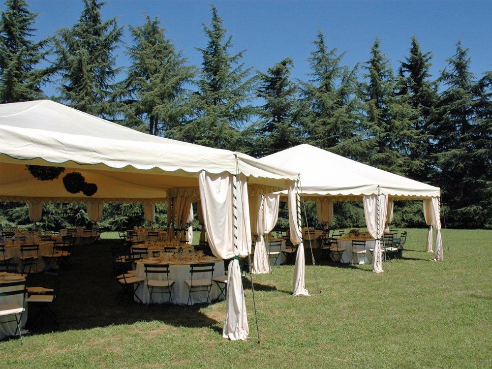 Centro Noleggio per Bon Ton di Pietrini - Allestimento da esterno per matrimonio