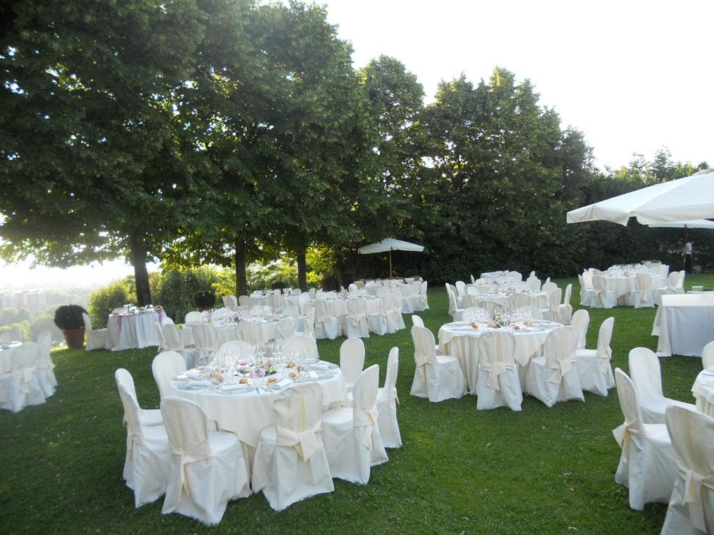 Cena nuziale in giardino_Bon Ton di Pietrini_Villa Vigna Chinet