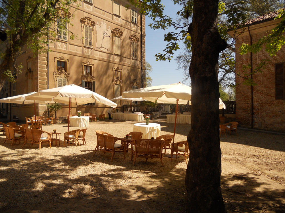 Cortile interno e terrazza_Castello Cavour Catering Bon Ton Pietrini