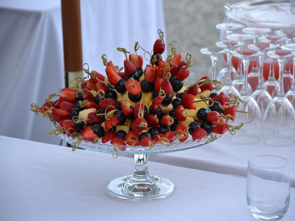 Spiedini-frutta-Catering-BON TON-Pietrini