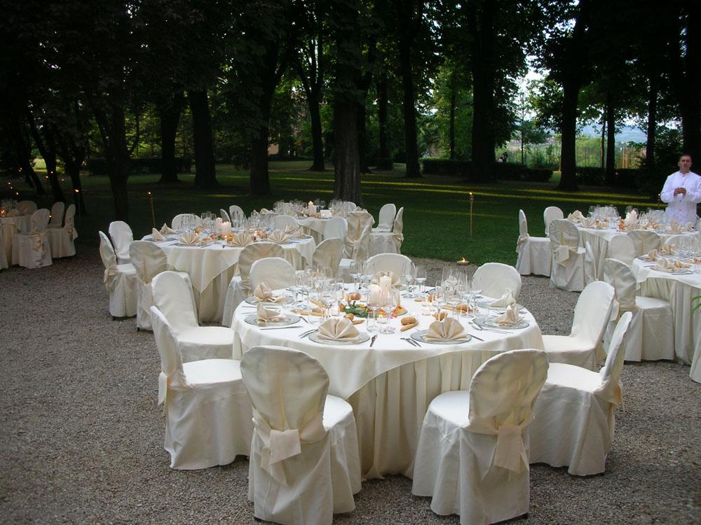 Villa Luigina allestimento matrimonio in giardino Catering Bon Ton Pietrini
