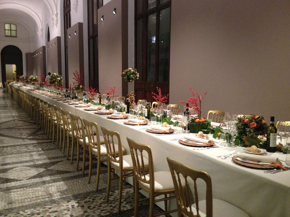 Allestimento tavoli per evento aziendale