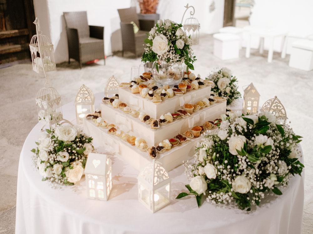 Wedding cake composta da bigné-catering per ricevimenti di nozze, dettaglio torta nuziale  - servizio di catering di bon ton di pietrini-Simmi