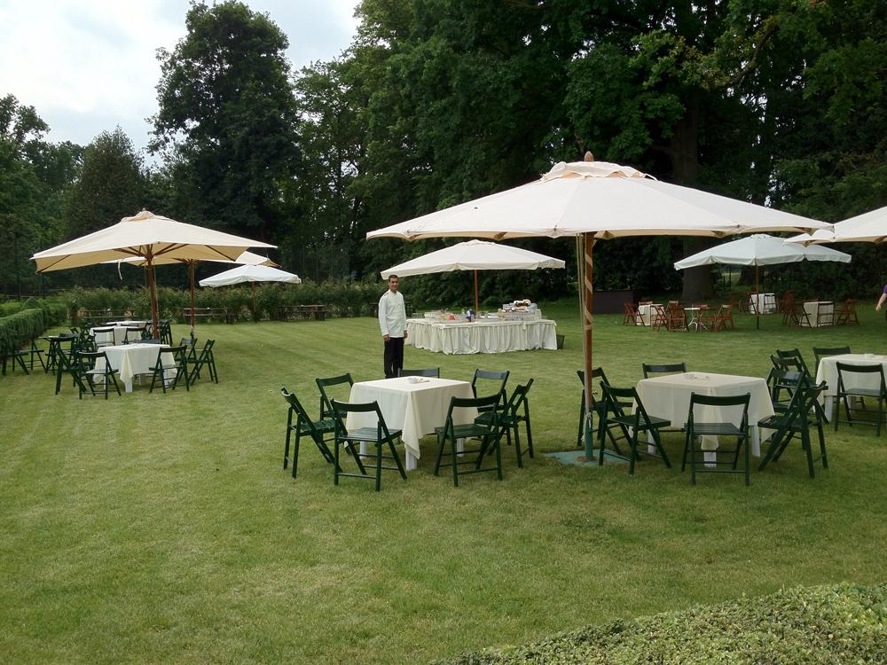 Villa-Doria-Il-Torrione, location per matrimoni, catering per matrimoni Bon Ton di Pietrini srl - buffet esterno giardini