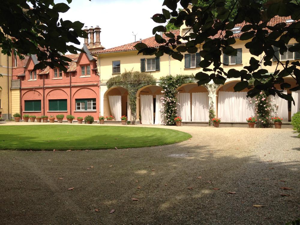 Villa-Doria-Il-Torrione, location per matrimoni, catering per matrimoni Bon Ton di Pietrini srl - corte interna
