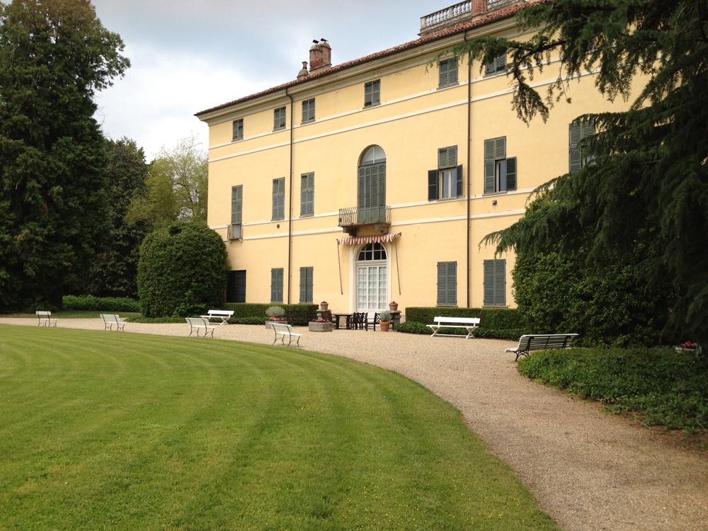 giardino e parco di Villa-Doria-Il-Torrione, location per matrimoni, catering per matrimoni Bon Ton di Pietrini srl - corte interna