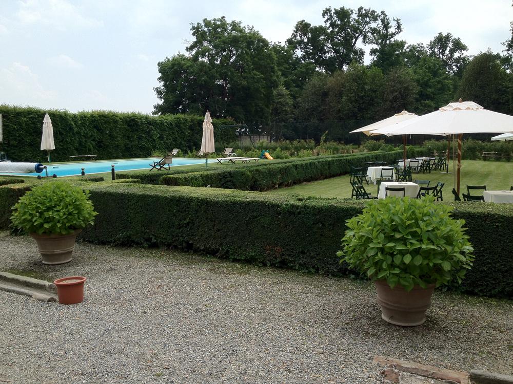 giardino e piscina di Villa-Doria-Il-Torrione, location per matrimoni, catering per matrimoni Bon Ton di Pietrini srl