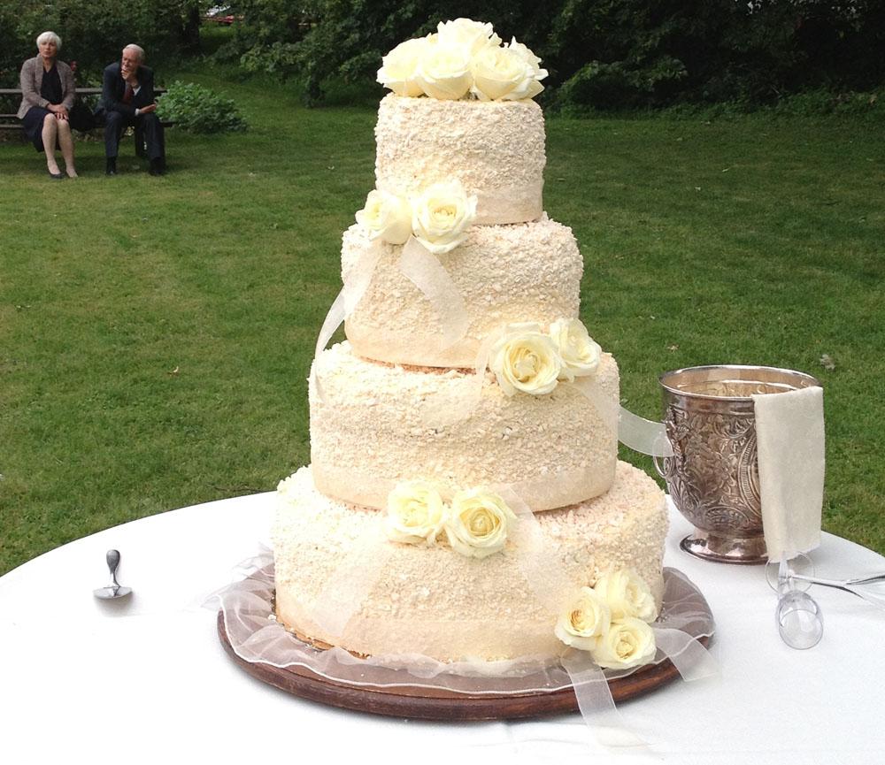 villa doria il torrione catering per ricevimenti di nozze, dettaglio torta nuziale  - servizio di catering di bon ton di pietrini