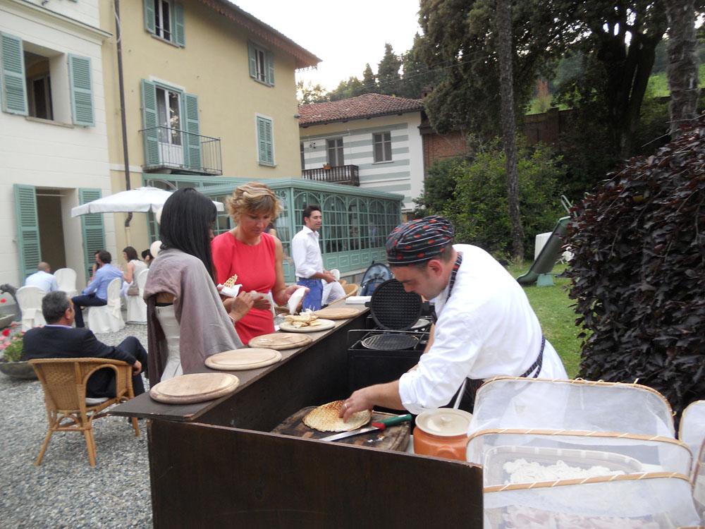 servizio di catering Bon Ton di Pietrini presso la Tenuta Tamburnin - ricevimento di matrimonio, cottura a vista Gauffre, a cura di Bon Ton di Pietrini