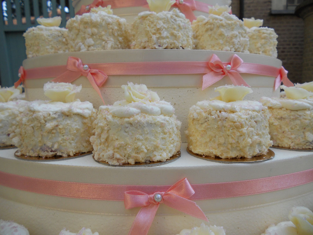 Torta nuziale di mini meringate - ricevimento di matrimonio di Bon Ton di Pietrini