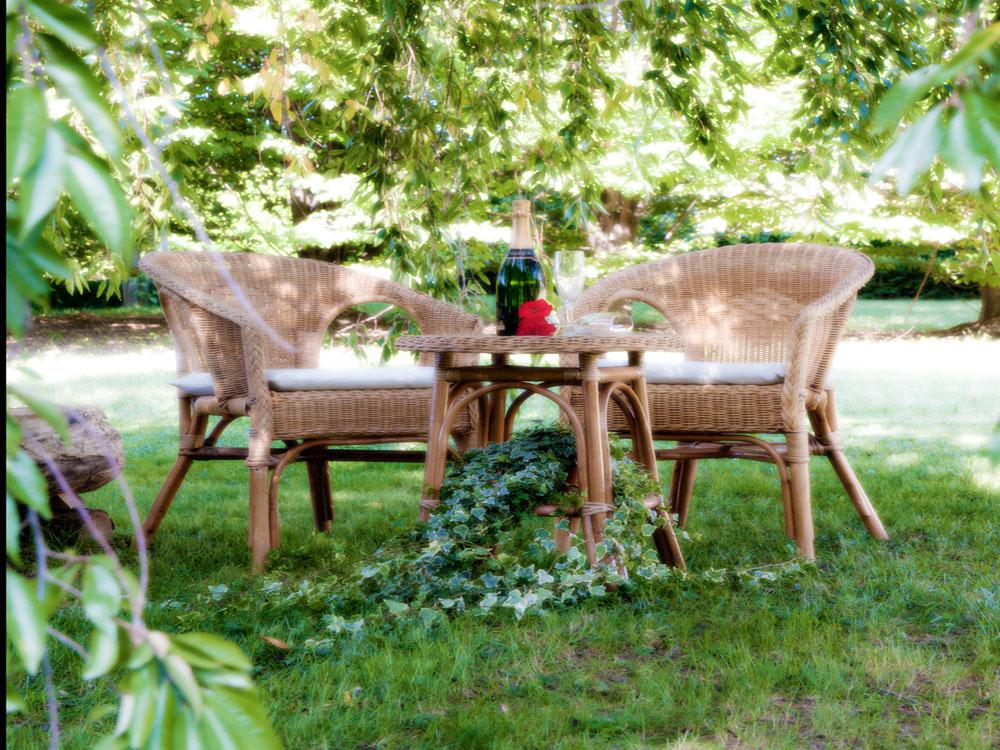 Allestimenti da esterno - Poltroncina e tavolino in vimini - Venturino Noleggi per Bon Ton di Pietrini