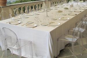 Mise en place per ricevimento di nozze, catering Bon Ton di Pietrini - sedie ghost kartell - bon ton pietrini