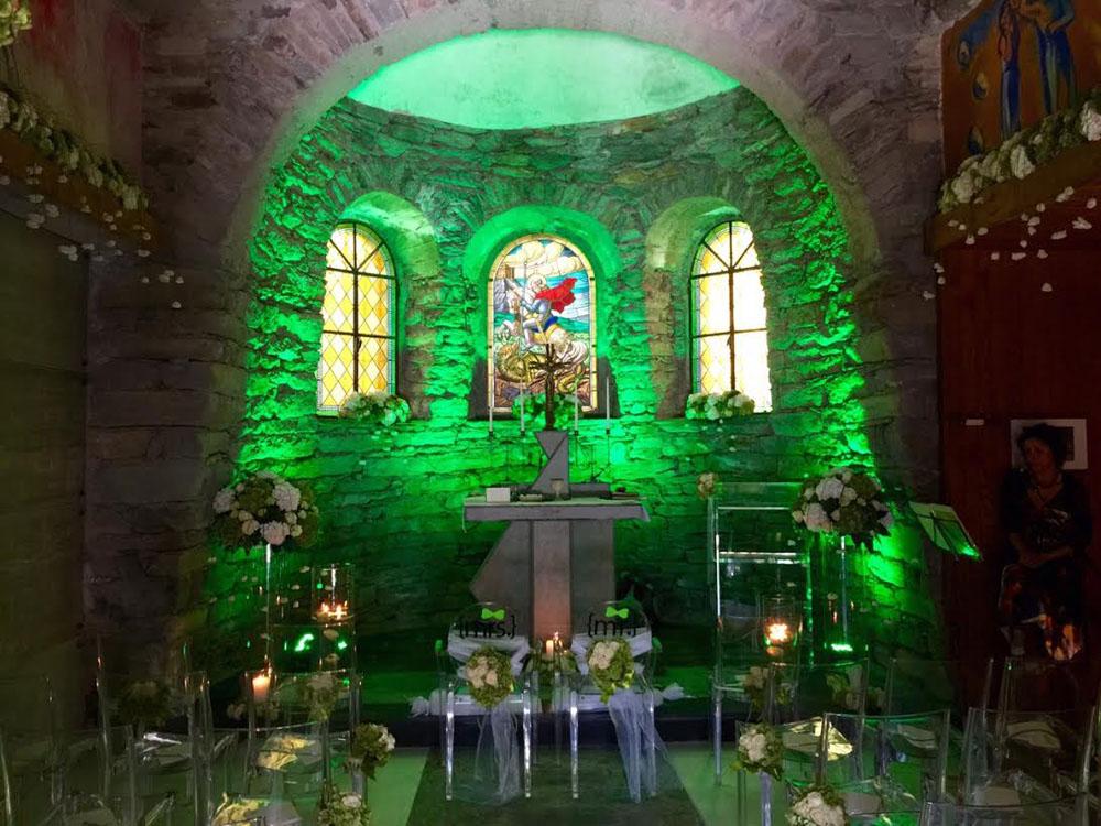 Allestimenti da cerimonia - sedie e leggio ghost - Venturino Noleggi per Bon Ton di Pietrini