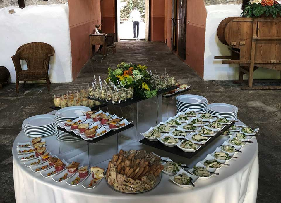 Allestimento tavolo catering Piemonte
