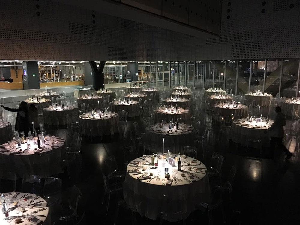 cena aziendale al museo dell'automobile