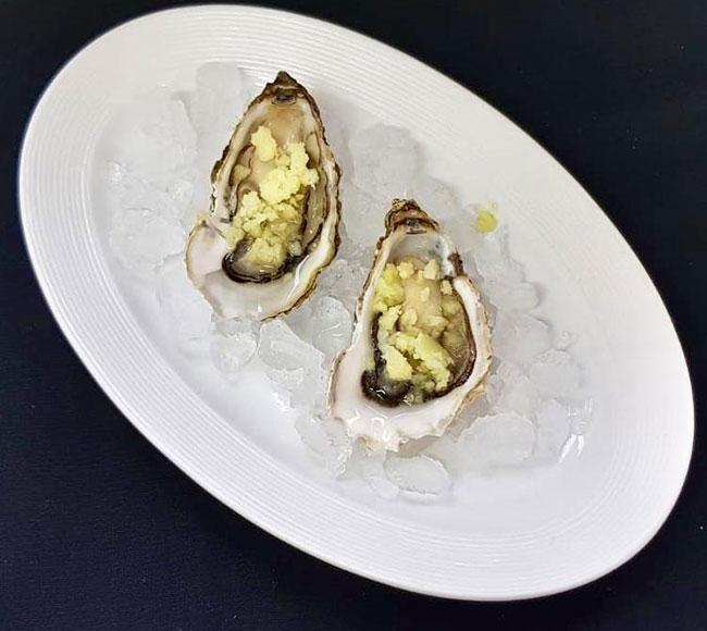ostriche con granita di mela verde e zenzero