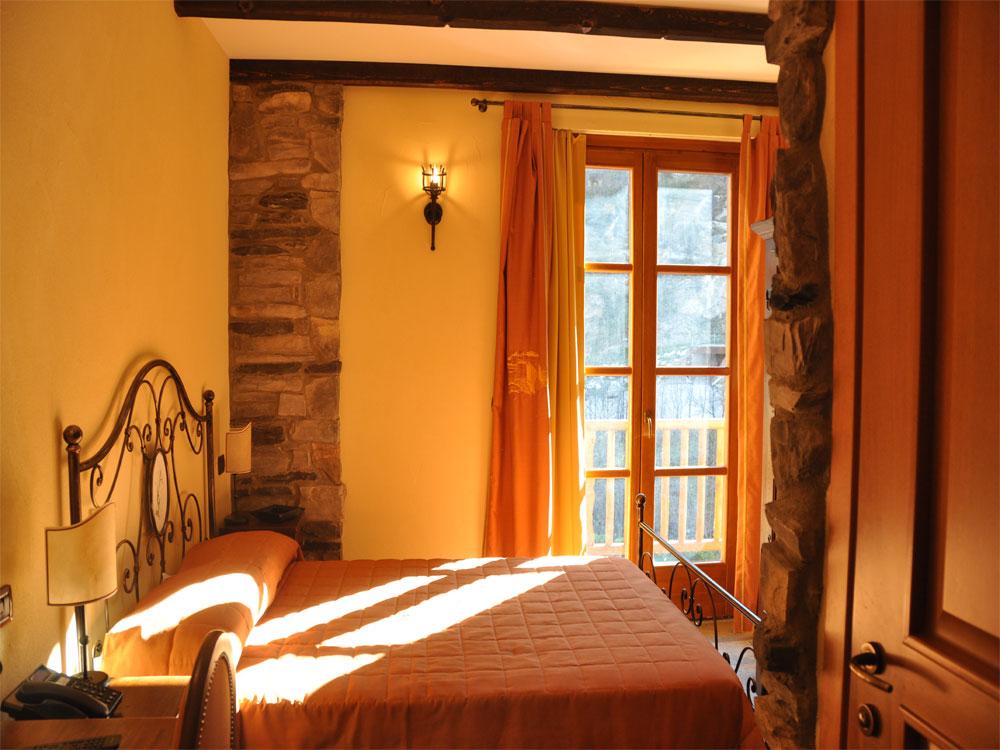 camera matrimoniale - albergo - exilles