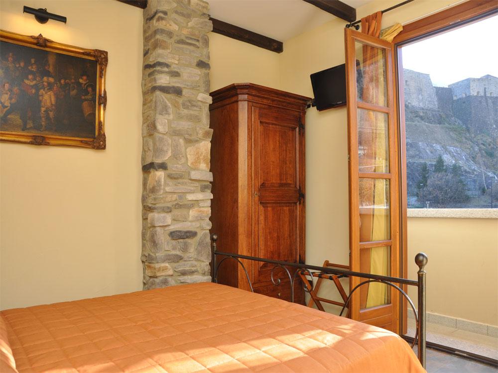 interni- camera hotel - osteria degli archibugi